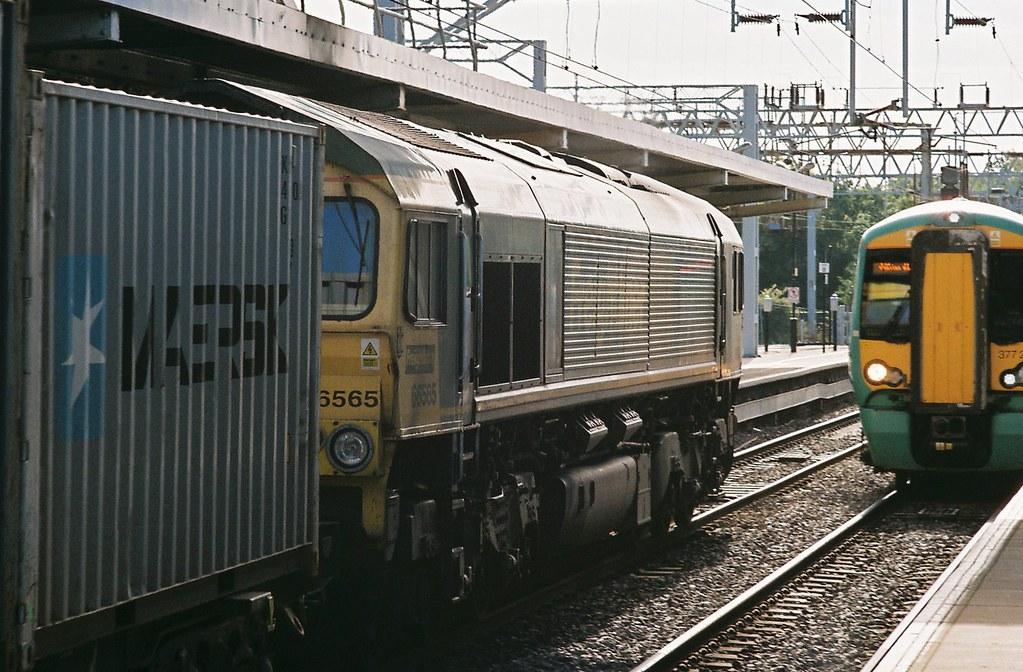 passing trains bletchley station 10th october 2012 flickr. Black Bedroom Furniture Sets. Home Design Ideas