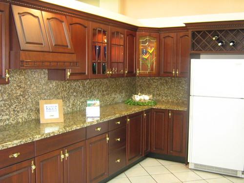 Cocina en madera color caoba con top de granito con sacade flickr - Colores de granito para cocinas ...
