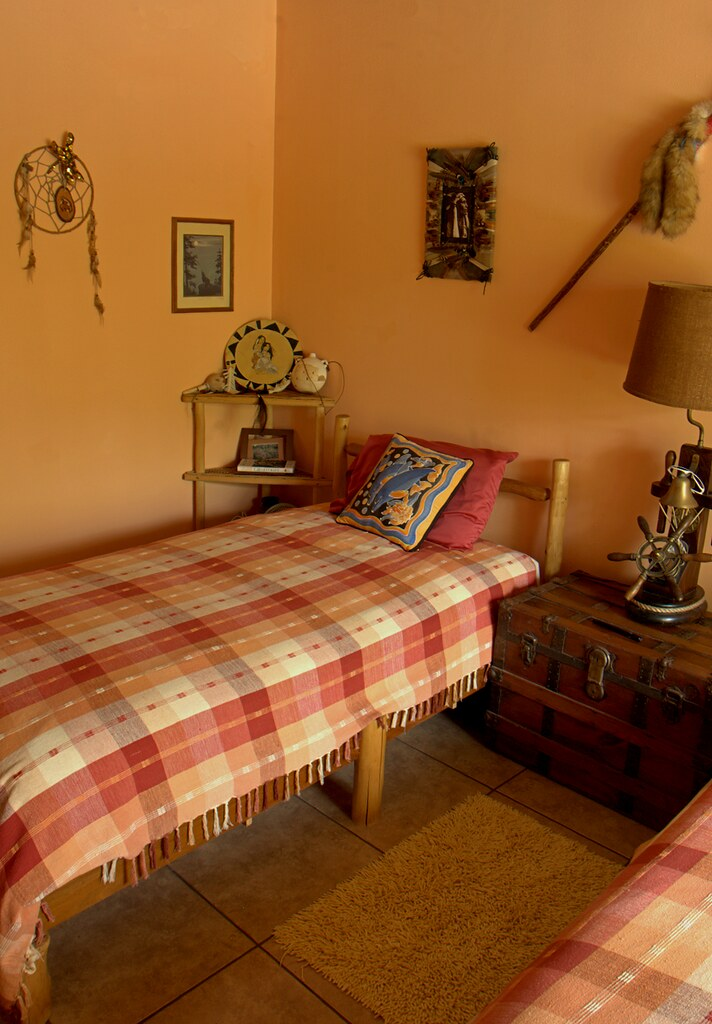 Twin Bed Guest Room Decorating