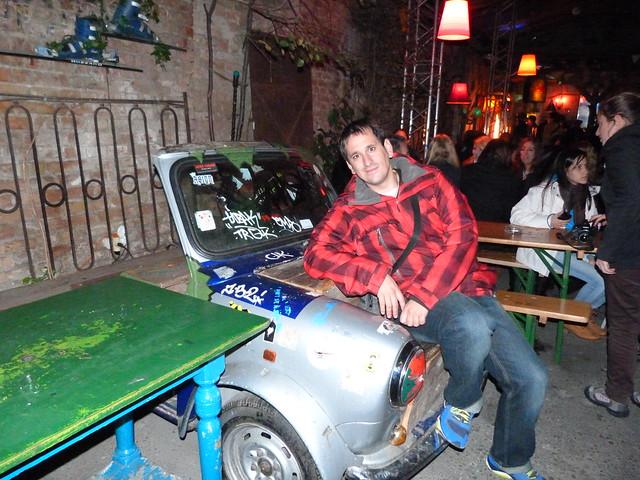 Sele en un bar de ruina en Budapest