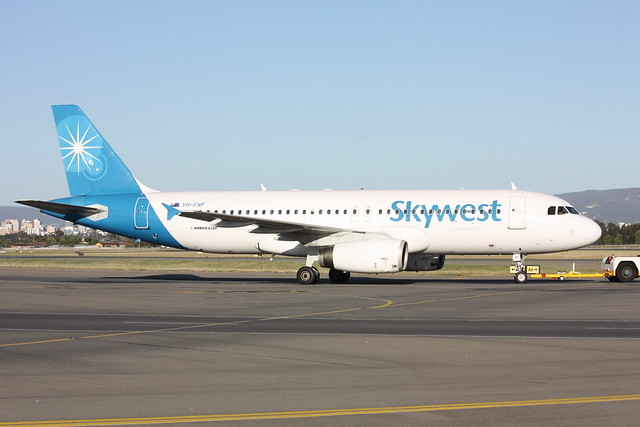 A320-200  VH-FNP