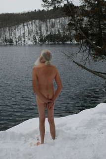The naked blogging tradition continues, even in the snow | by jo(e)
