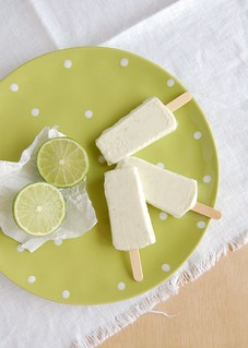 Limoncello and lime popsicles / Picolés de limão e limoncello | by Patricia Scarpin