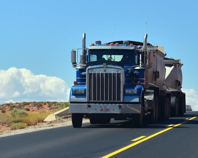 Gigantescos camiones en carretera por los Estados Unidos