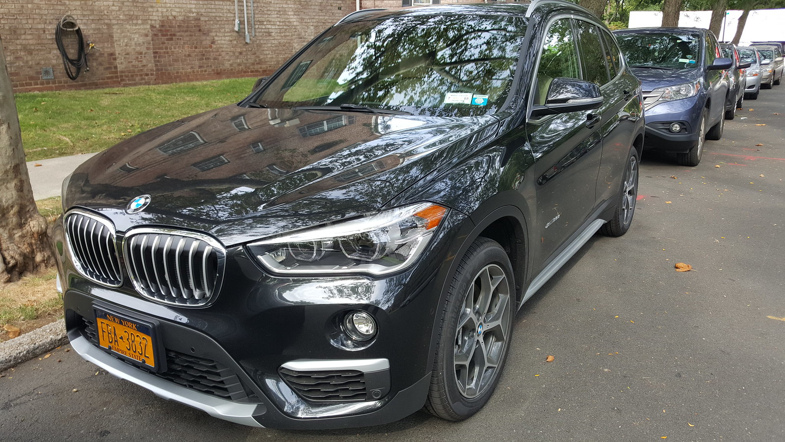 bmw x1 launched in pakistan other car automakers pakwheels forums. Black Bedroom Furniture Sets. Home Design Ideas