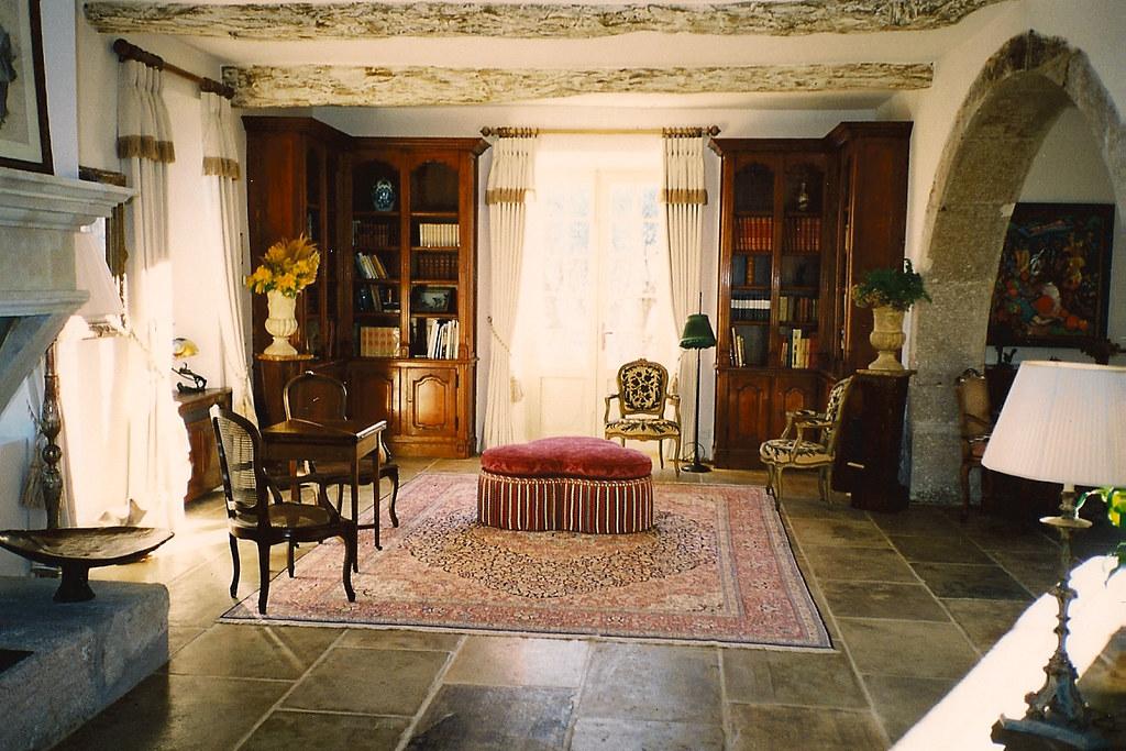 Reception room interior design villa south of france for Reception room interior design