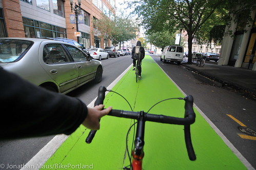 New green paint on SW Oak-2 | by BikePortland.org
