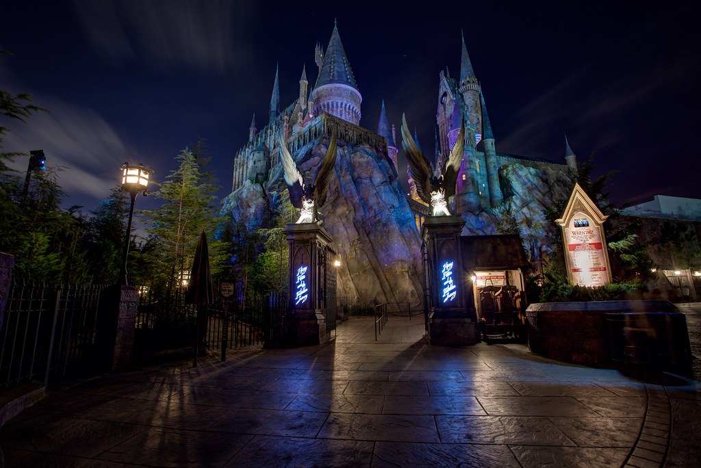 Islands of adventure hogwarts at night between places - Hogwarts at night wallpaper ...
