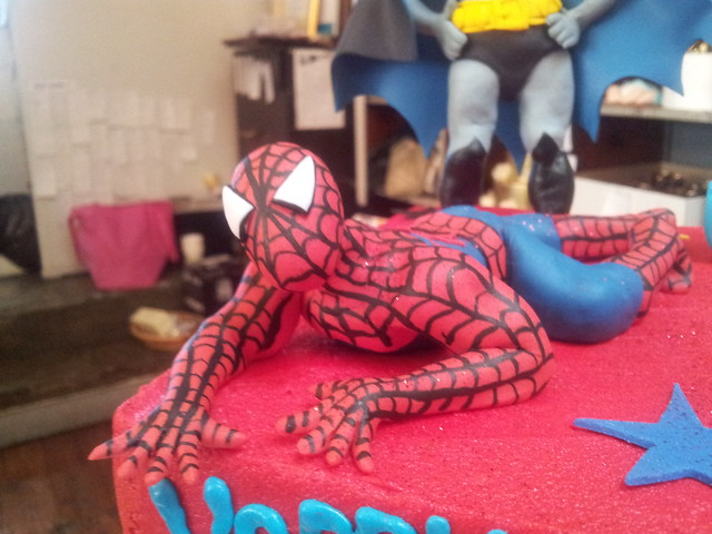 how to make a spiderman cake topper with fondant