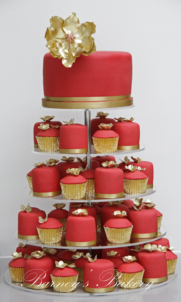 Red and Gold Wedding Cakes | Tower set up at China Tang in t… | Flickr