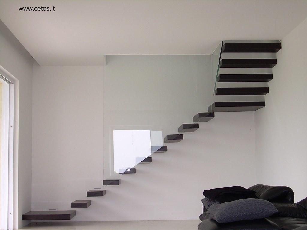 Scale interne scala con gradini a sbalzo cetos architetture di interni flickr - Corrimano in vetro per scale ...