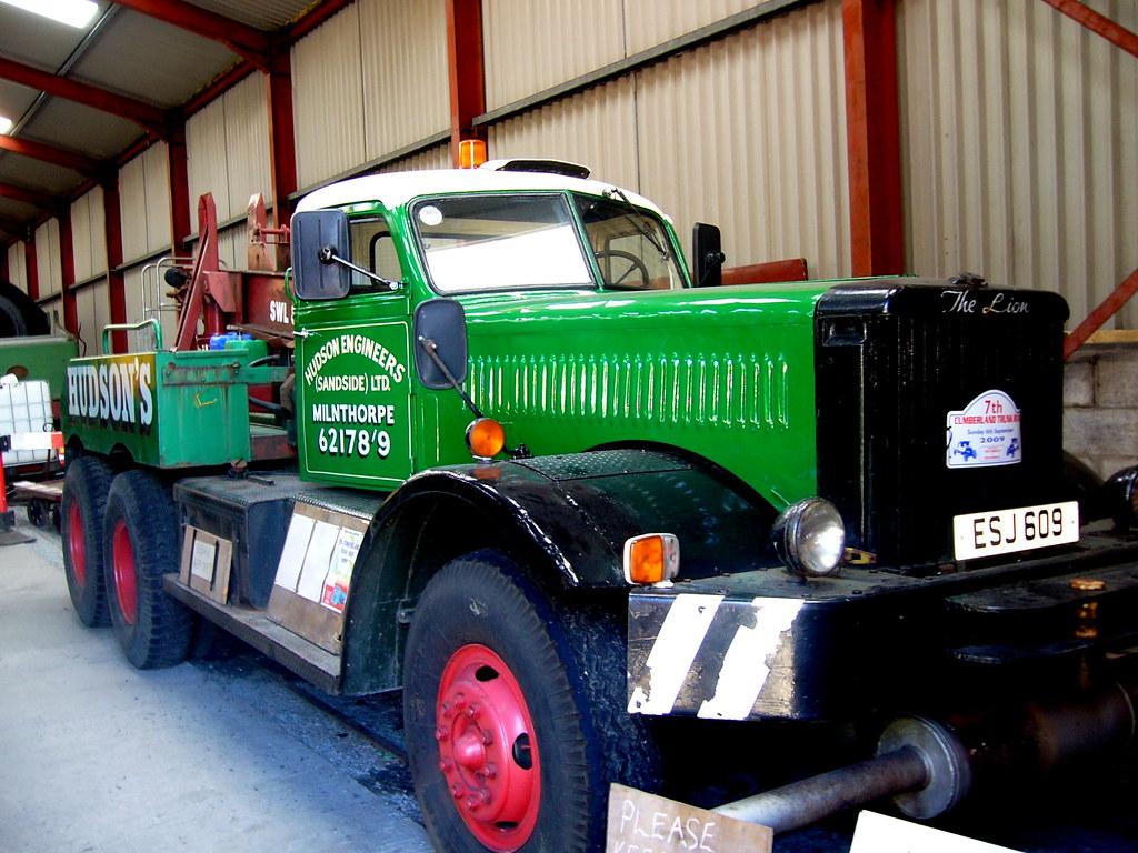 Diamond T recovery vehicle, ESJ 609   Resident at the Lakesi ...