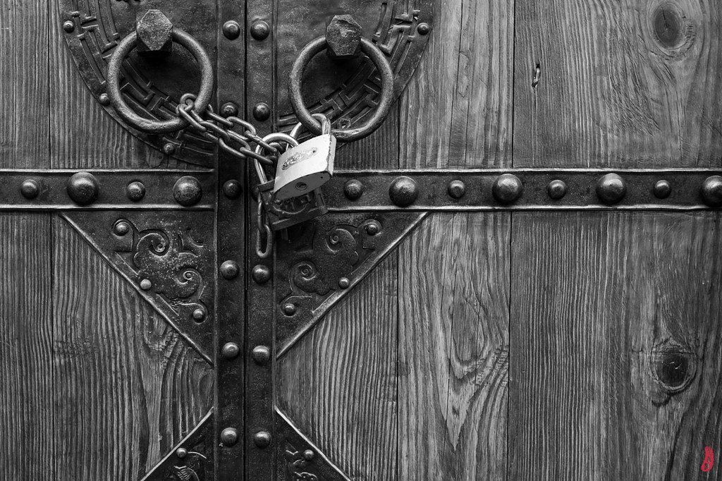 ... Locked door 门\u2022锁  by Howardy-SH & Locked door 门\u2022锁  Howardy-SH   Flickr