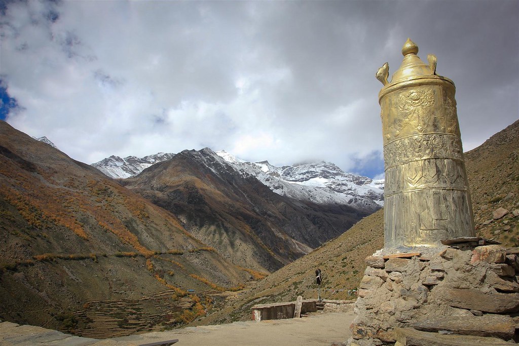 The west of Nepal was not touched by the quake! Upper Mustang, Humla and Dolpa, where the summer months of july/august/september are an excellent time for trekking! These areas lie in the rain shadow of the main Himalayan range and are therefore not affected by the monsoon.