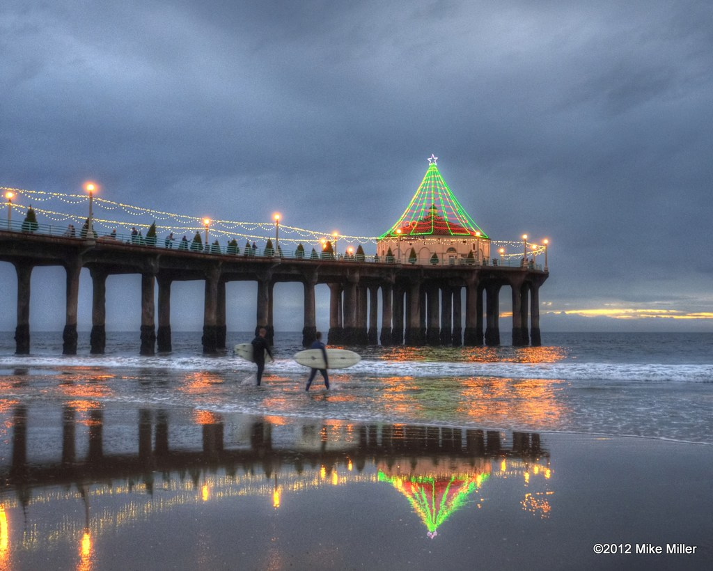manhattan beach pier all lit up for the holidays
