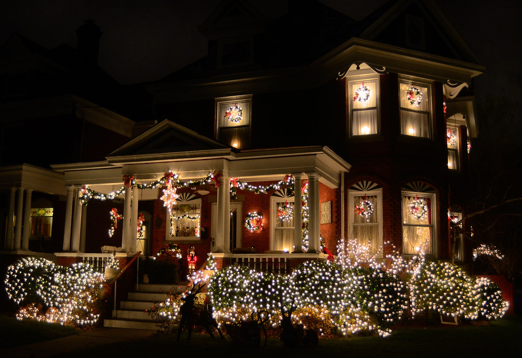 Victorian Christmas Lights | by hpaich Victorian Christmas Lights | by  hpaich - Victorian Christmas Lights Truly Beautiful Christmas Displ… Flickr
