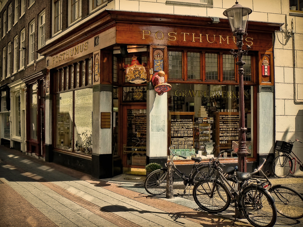 the corner shop At her aunt's shop in the rue des dames, the arrival there of the indomitable art expert, the hysterical girl, the professor, and a persistent suitor to boot, throw lucille's normally orderly life into complete upheaval.