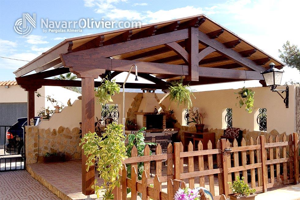Pergola a 2 aguas estructura de vigas de madera laminada for Pergola jardin madera