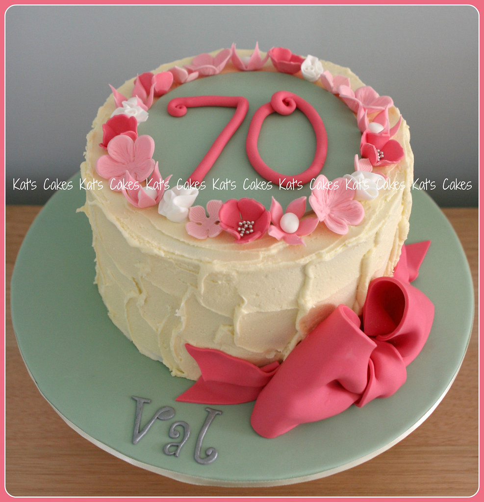 Mums 70th Birthday cake Happy 70th Birthday Mum Cake Cho Flickr