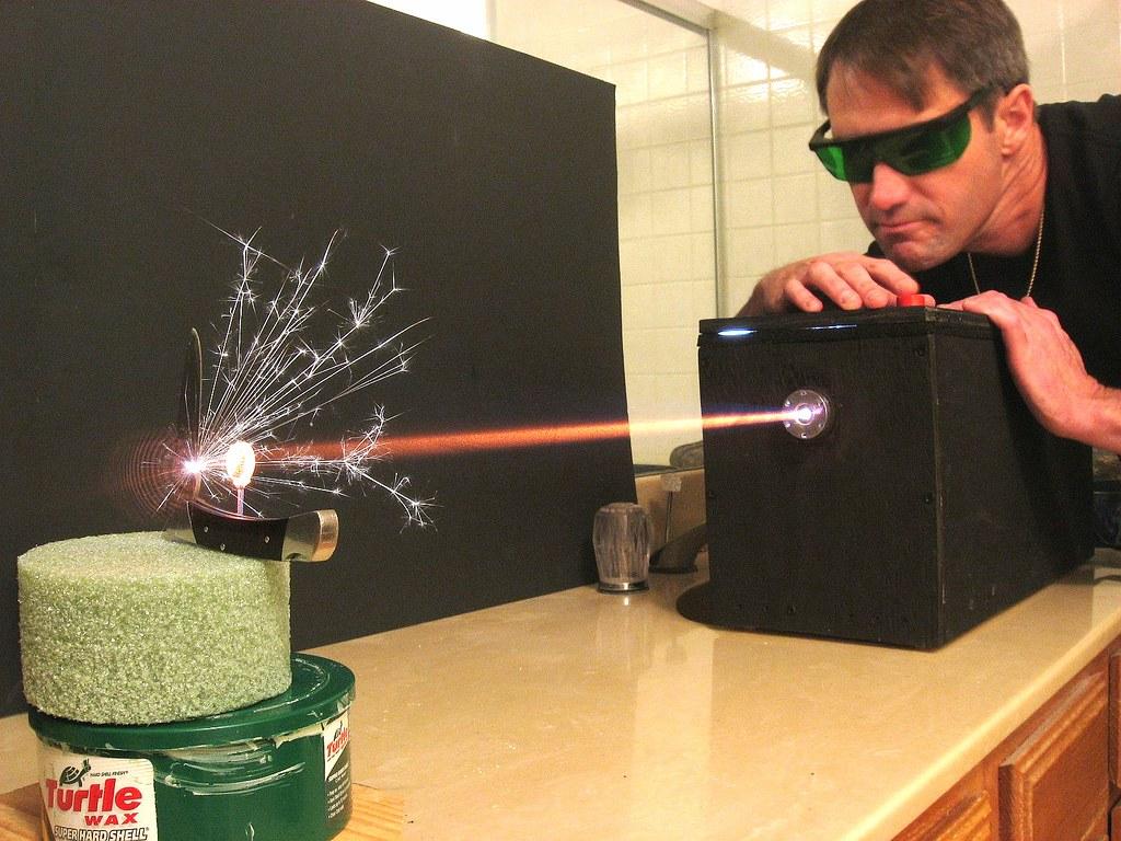 Как сделать лазер на фото 900