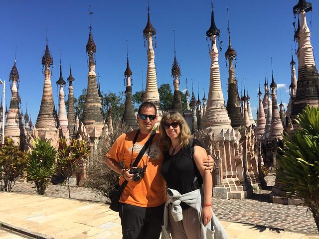 Sele y Rebeca en Kakku (Myanmar)