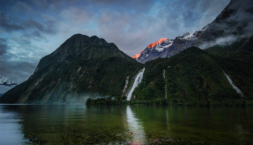 Nz Shooting Video Wallpaper: Bowen Falls In Milford Sound