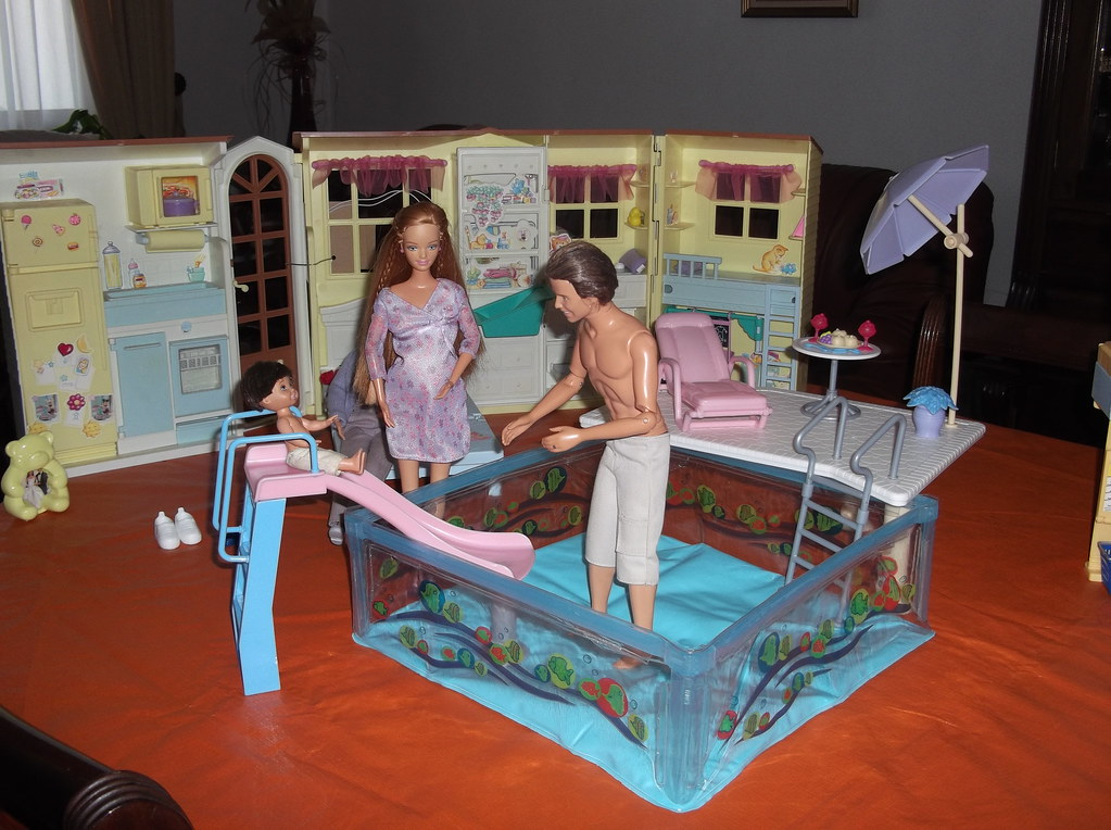 Barbie Happy Family House And Swimming Pool Suh Miami Flickr
