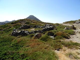 Sur le sentier des Pâturages au retour : en vue du Castellu d'Urnucciu