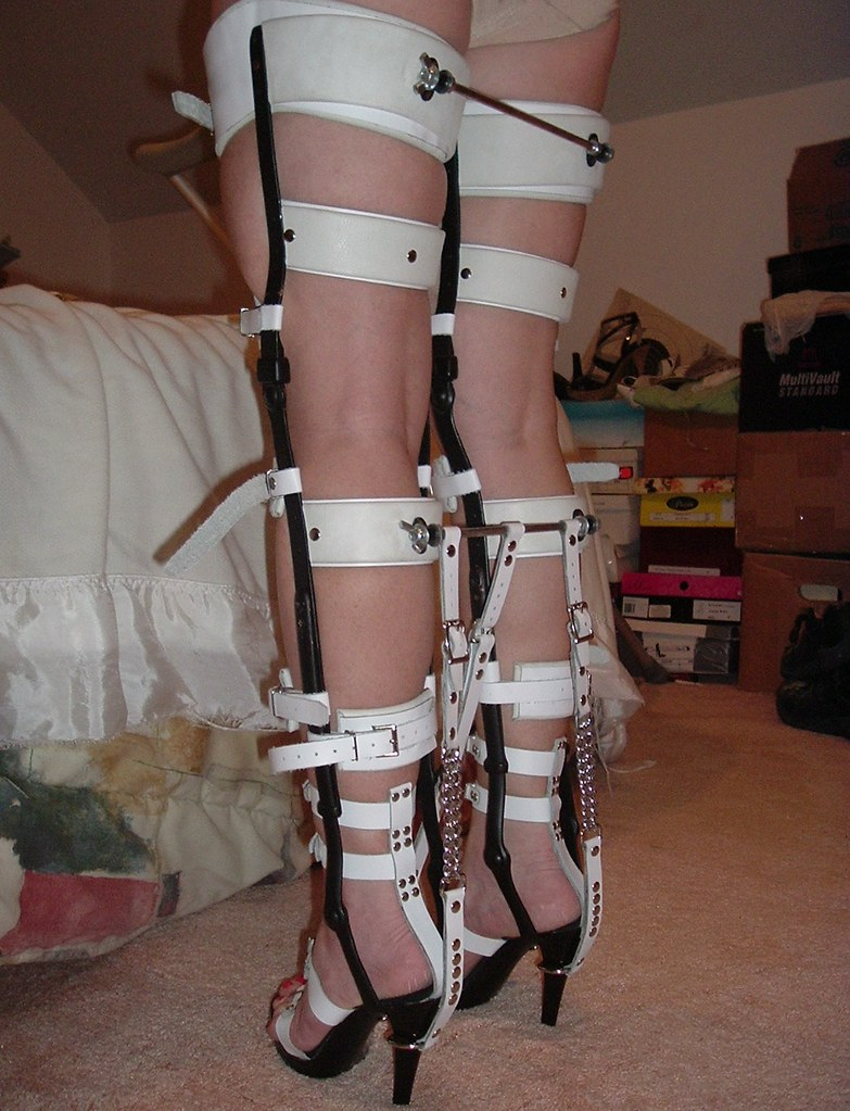 Bondage heel in leg galleries