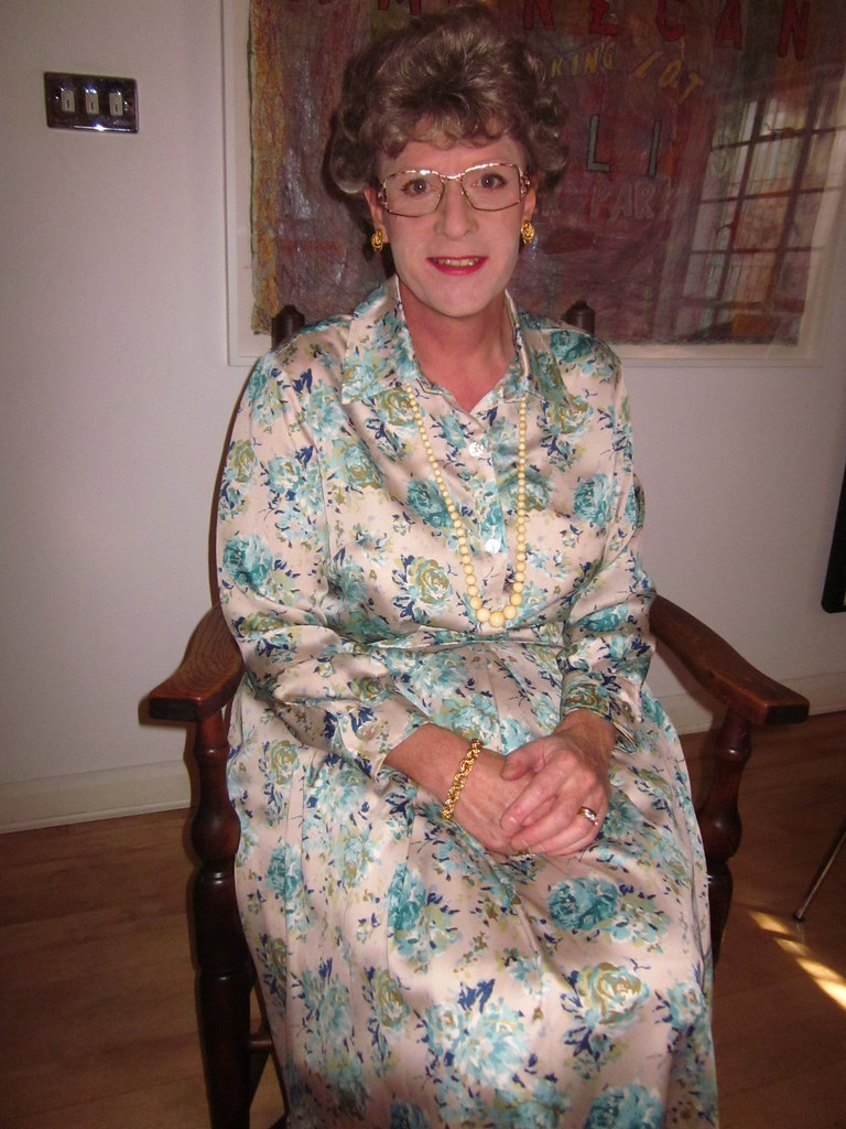 Shes A Tory You Know  This Is Grannys Favourite Dress -9252