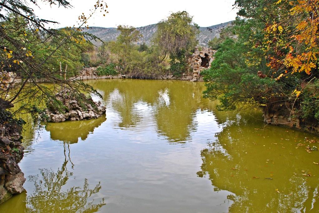 Parc del garraf lago artificial en los jardines del for Jardines del palau