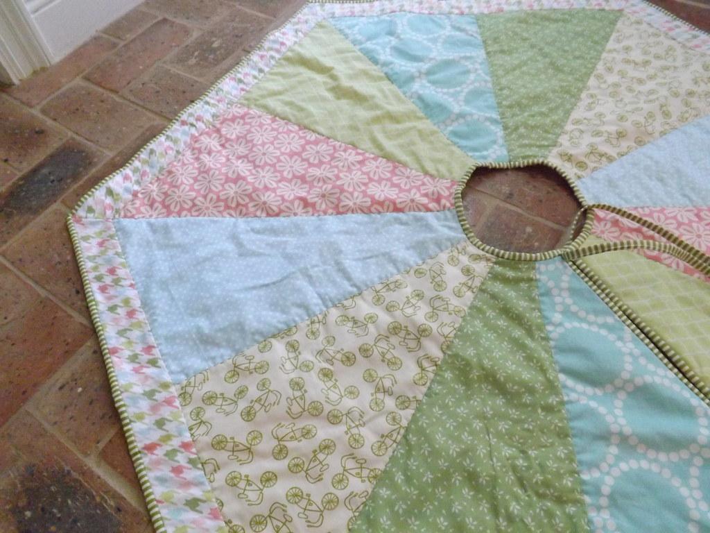 hexagon Christmas tree skirt | pattern from Nite Owl ...