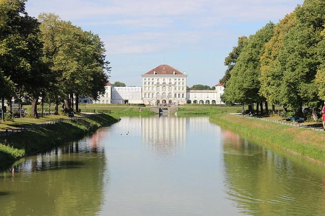 Nymphenburger Kanal und Schloss Nymphenburg