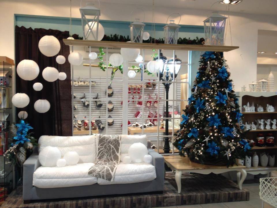Vitrina decorada de navidad de la tienda flor andes en car - Adornos de navidad para escaparates ...
