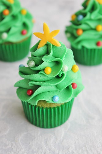 How To Make Christmas Cake Decorations Out Of Icing
