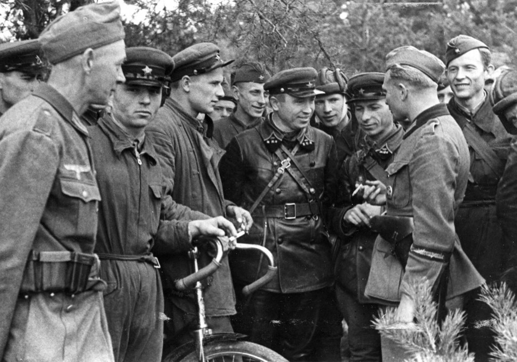 Soviet And Nazi Soldiers Talking After The Successful Invasion Of Poland, September 1939. [1024×718]