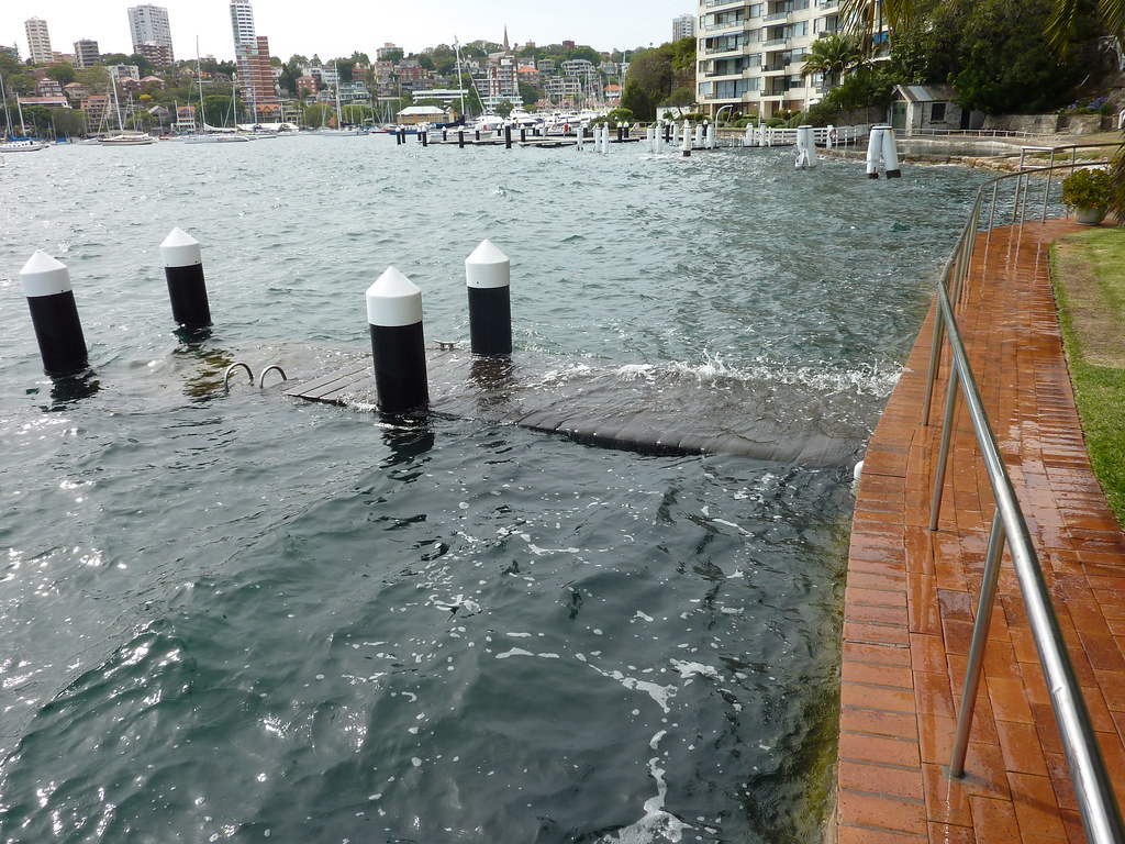 Sydney Harbour foreshore jetties at Elizabeth Point     be