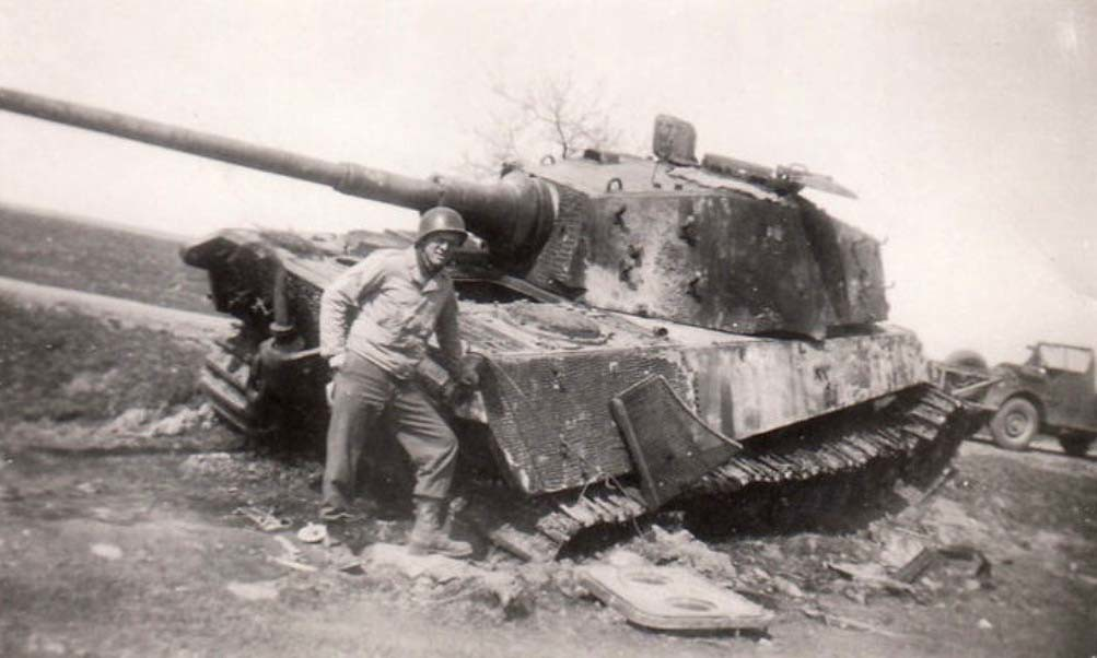 Us Soldier Leaning Against A Destroyed German King Tiger