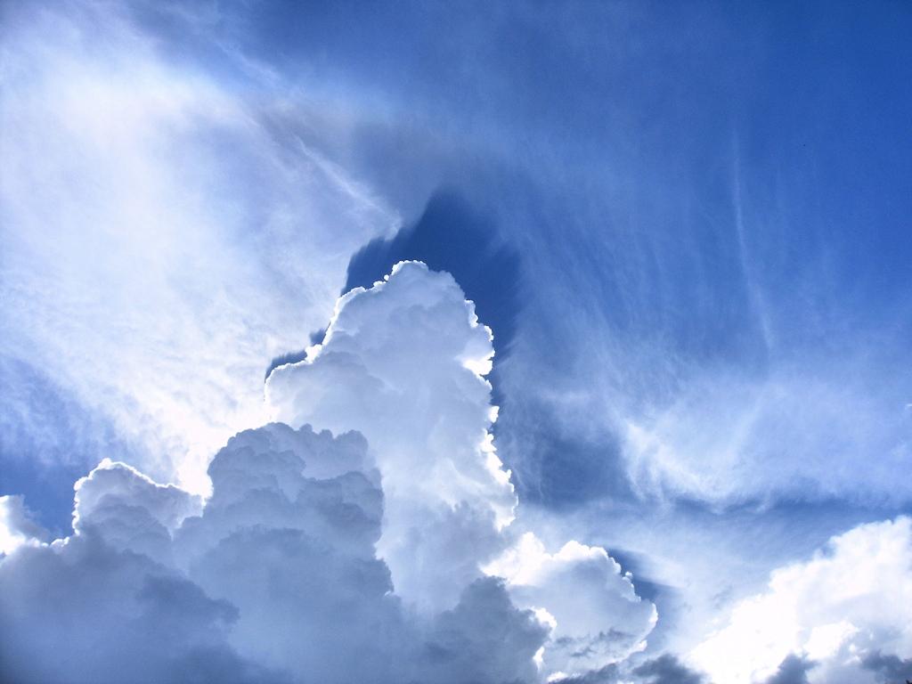 Wolkenlandschaft über dem Saarlouiser Saaraltarm
