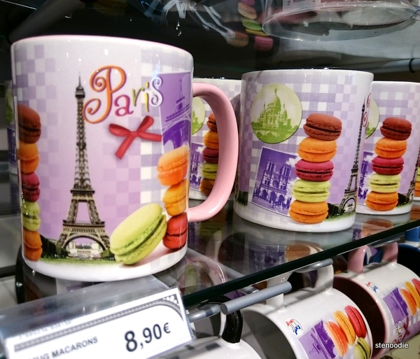Paris souvenir mugs