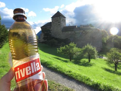 Rivella (2. Hälfte) am Schloss Vaduz (in Liechtenstein)