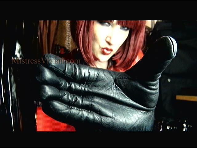 Mistress Vivian in black leather gloves   mistressvivian