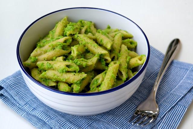 Pea Pesto Whole Wheat Penne Rigate | www.rachelphipps.com @rachelphipps