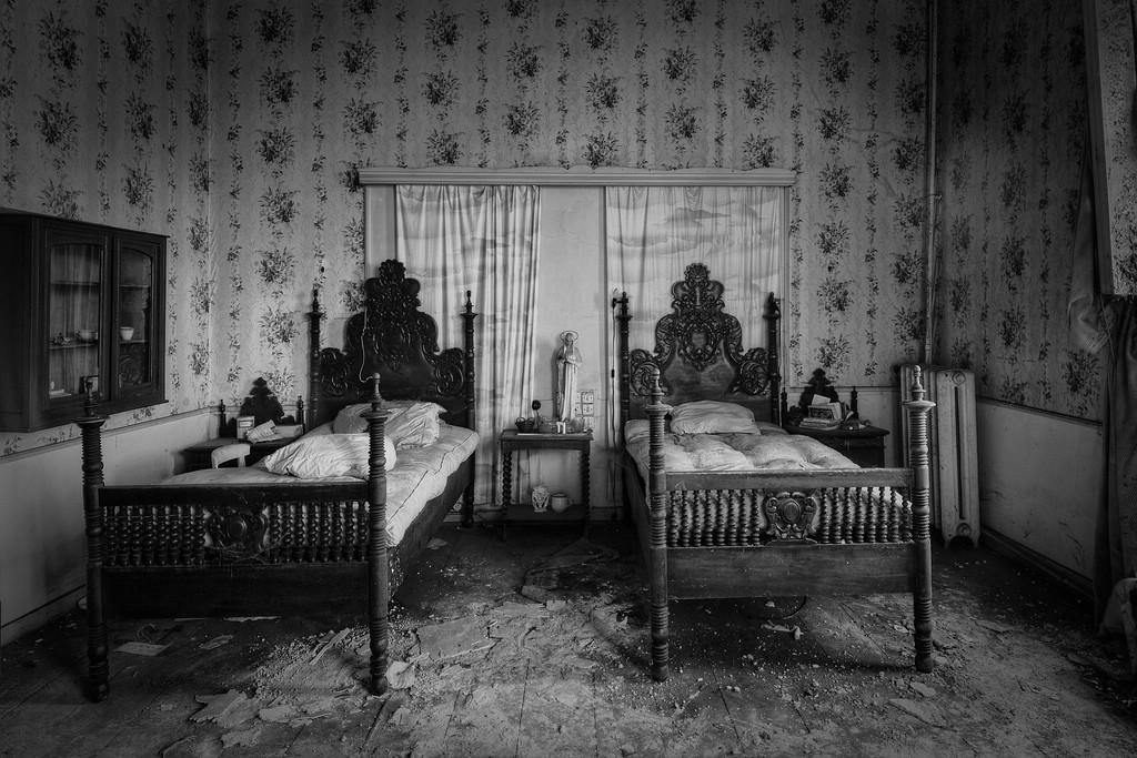... Old Fashioned Bedroom | By Kiekmal
