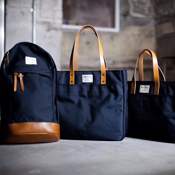 WONDER BAGGAGEの発売パーティ、全種類全カラー間に合いました!ぜひ手に取ってご自身の目で物をじっくり吟味してくださいね。 #struct #wonderbaggage