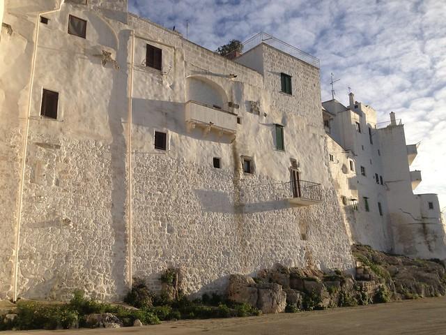 Puglia látnivalói - Ostuni a fehér város várfala