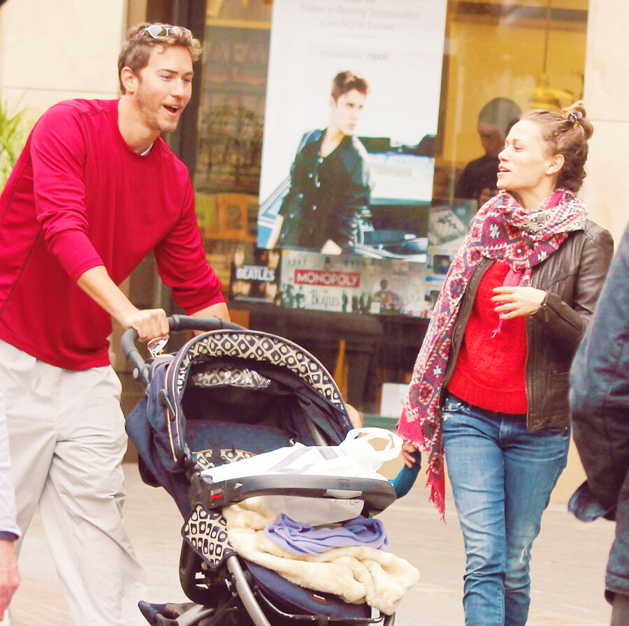Bethany Joy Lenz Christmas Shopping At The Grove In West H
