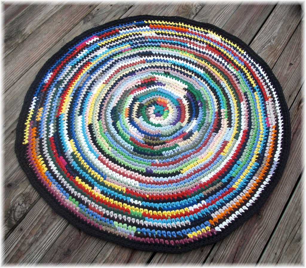 Round Rag Rug Black And White: Made From T Shirts 41 Inches Round Rag Rug