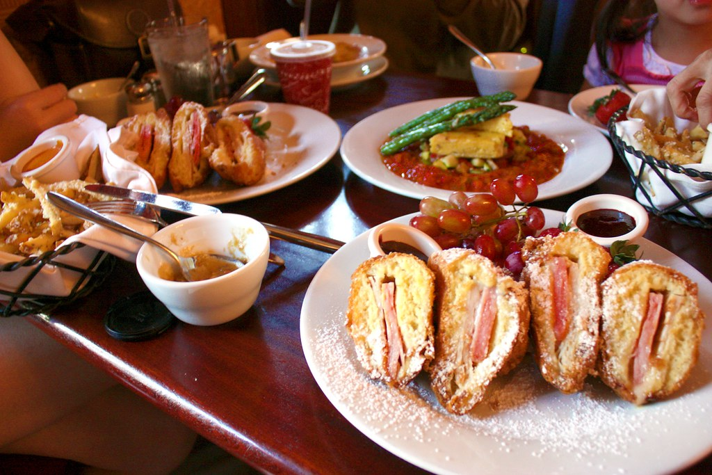 Lunch at cafe orleans restaurant in disneyland to read for Restaurant cuisine du monde paris