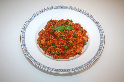38 - Millet fry-up with turkey, bell pepper & ajvar - Served / Hirsepfanne mit Putensteifen, Paprika & Ajvar - Serviert